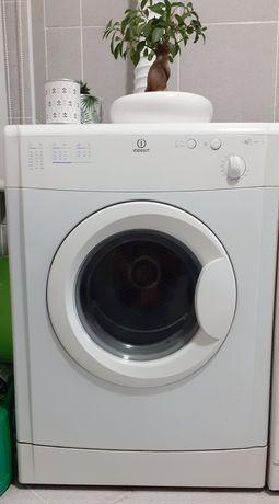 Máquina Secar Roupa Indesit