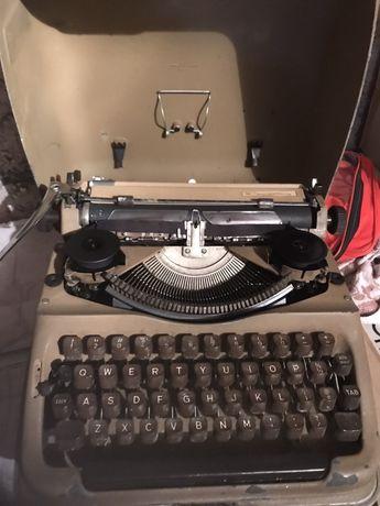 Stara Maszyna do pisania triumph dejur