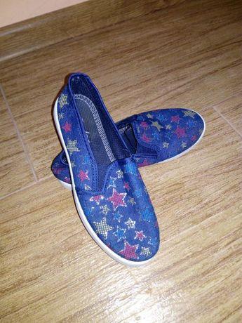 Мокасины на девочку и другая обувь