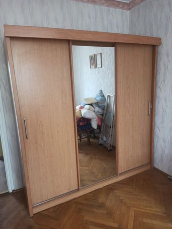 Szafa 3- drzwiowa.