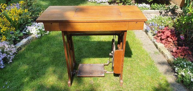 Piękny drewniany stolik maszyna Łucznik