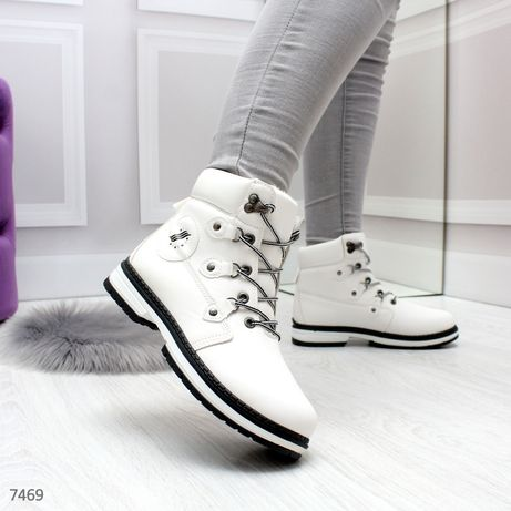 Акция! Женские белие ботинки в спортивном стиле на флисе
