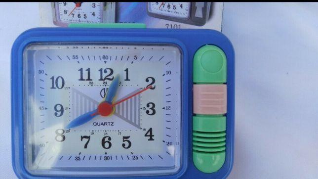 Часы настольные с будильником и подсветкой.