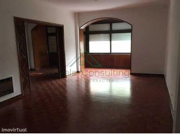 Apartamento T4 | Garagem | Varandas | Junto Califa|