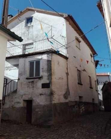 Casa  a 20 minutos da Serra de Estrela otimo negocio.