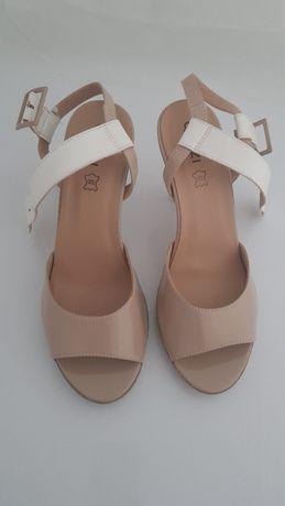 Sandały damskie marki QUAZI rozmiar 40 kolor Beżowy/Biały