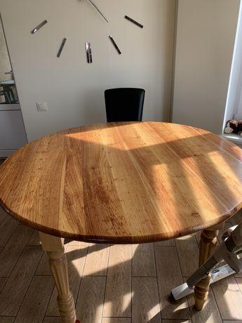 Дерев'яний круглий стіл