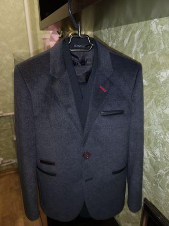 Пиджак стильный для мальчика известной INCOSSI, 34 р, 8-9-10 лет
