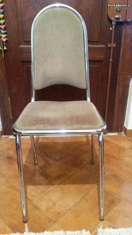 Cadeiras em metal cromado