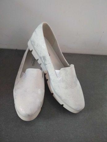 Nowe bialo srebrne buty faktura wężowej skóry rozmiar 40