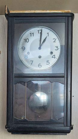 Relógio de parede da Reguladora a funcionar