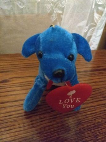 Мягкая игрушка с сердечком.