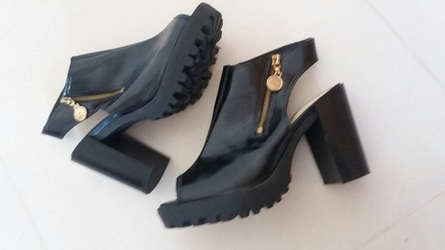 Sandálias de salto alto marca Moleca (tam. 38)