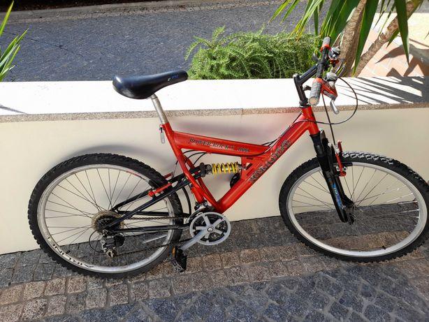 Bicicleta montanha e bicicleta estática spinning