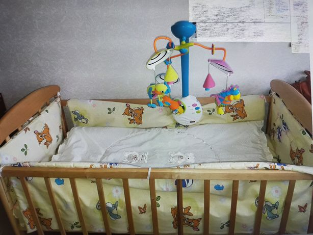 Кроватка, матрас, наматрасник,бортики+постельное,мобиль,подушка