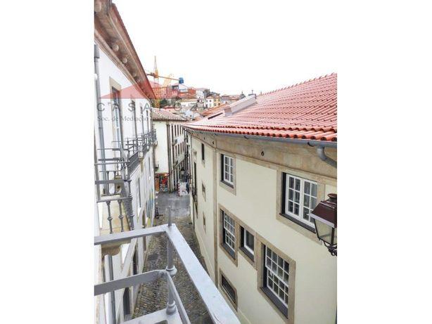 Apartamento T1 para arrendar na Baixa do Porto