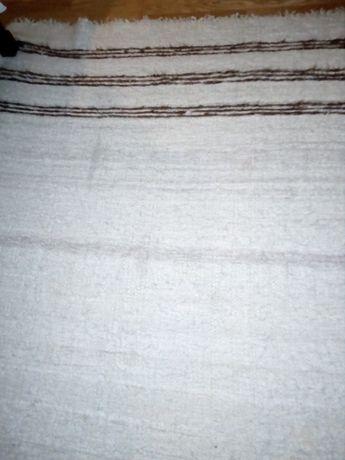 Cobertor de lã de ovelha feita em tear.