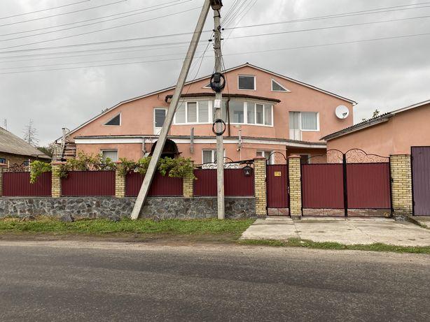 Продам будинок (дві половини)
