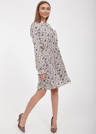 Шелковистое платье в горошек