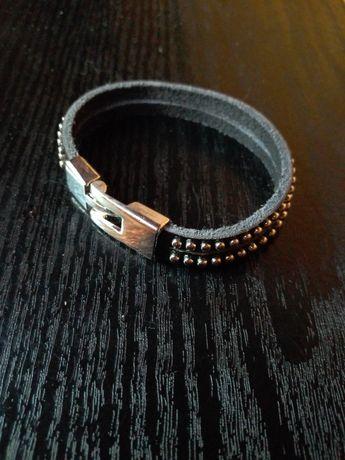 Стильный браслет унисекс ,выполнен из натуральной кожи.