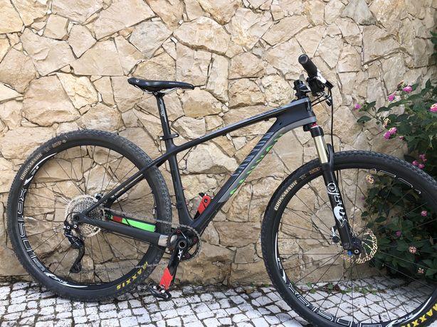 Bicicleta Canyon SL8.9 em Carbono (reservada)