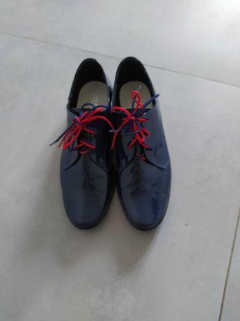 Eleganckie buty chłopięce