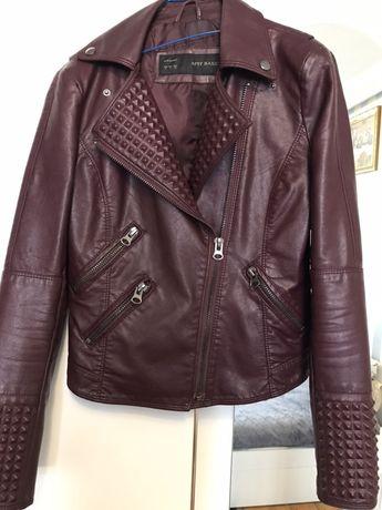 Бордова курточка