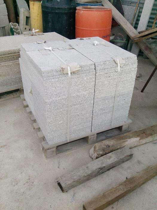 Ladrilho em granito cinza Alpendorada, Várzea E Torrão - imagem 1