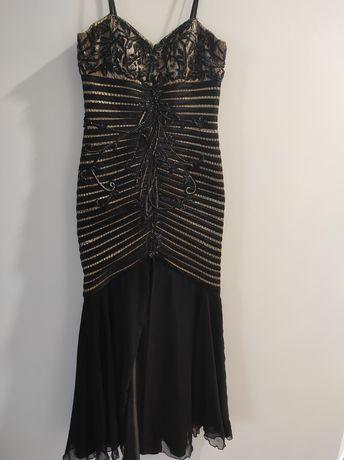 Вечірня сукня розміру М