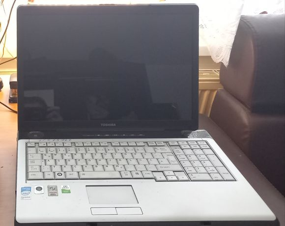 """Laptop 17"""" Toshiba Satellite P-200"""