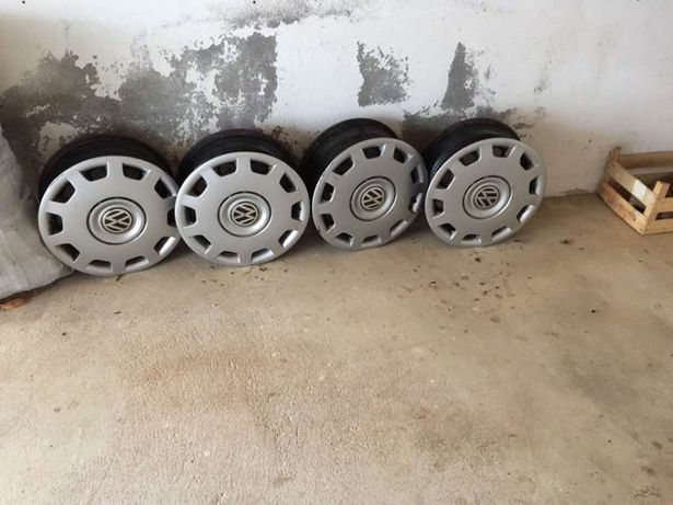 Conjunto 4 jantes ferro VW Passat com tampões originais .