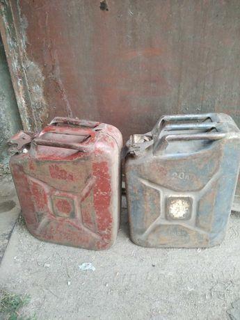 Продам  канистры металлические 20 л