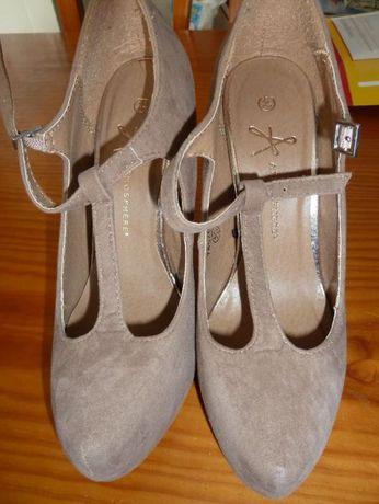 Sapatos compensados novos T37
