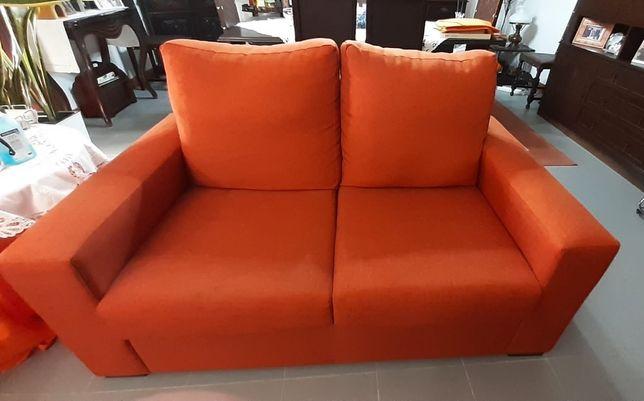 Conjunto de sofás e puffs
