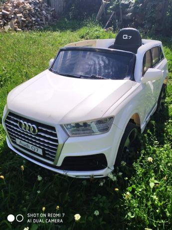 Дитяча електромашина Audi Q7 біла