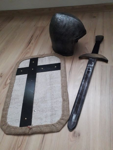 Tarcza miecz hełm rycerz na bal
