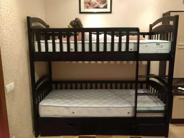 Кровать детская двухъярусная с матрасами лестницей и ящиками