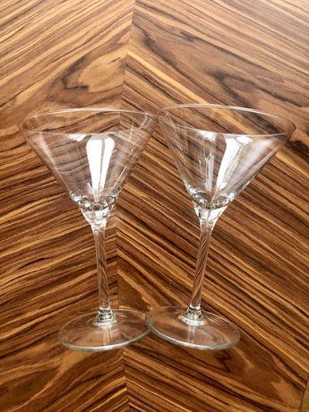 dwa kieliszki do martini