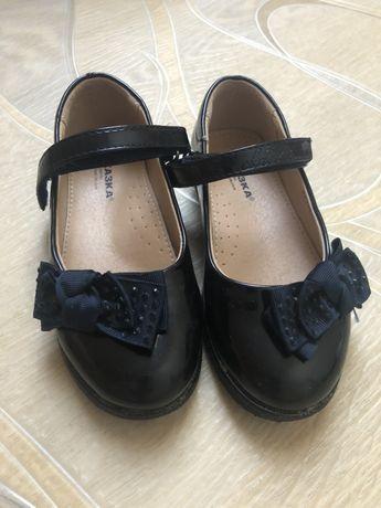 Туфли на девочку 27 размер кож зам
