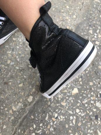 Кеди,взуття