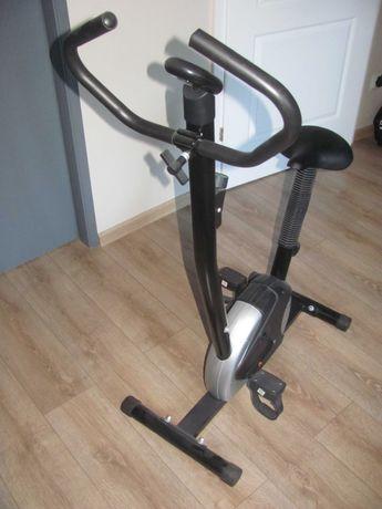 Stacjonarny rower treningowy.