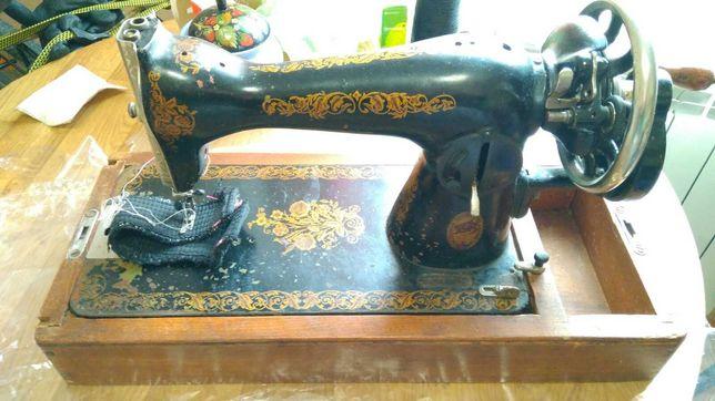Швейная ручная машинка Подолка