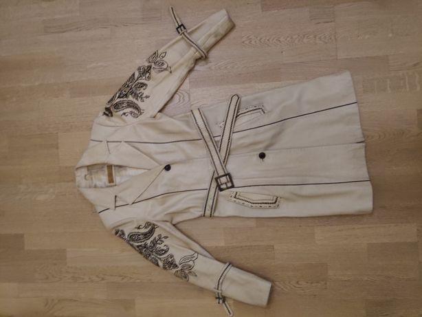 Кожаное пальто с вышивкой