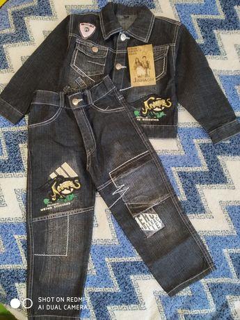 Крутой джинсовый костюм для мальчика черный с нашивками 3/4 года