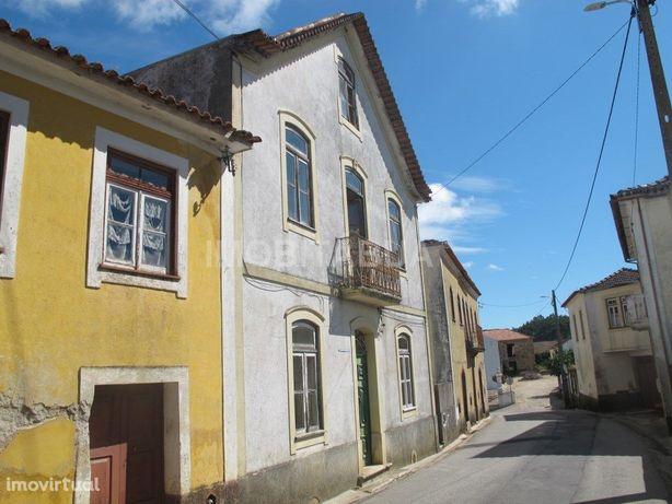 Quinta com Moradia Secular em Pombeiro da Beira, Arganil