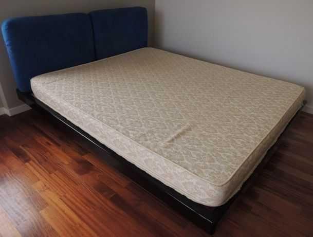 cama de casal precisa de novo/a dono/a