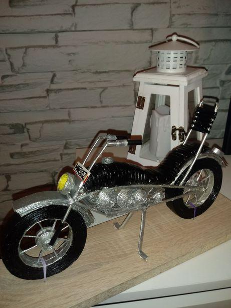 Motor z papierowej wikliny
