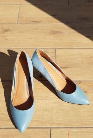 Туфлі лодочки ніжно голубого кольору