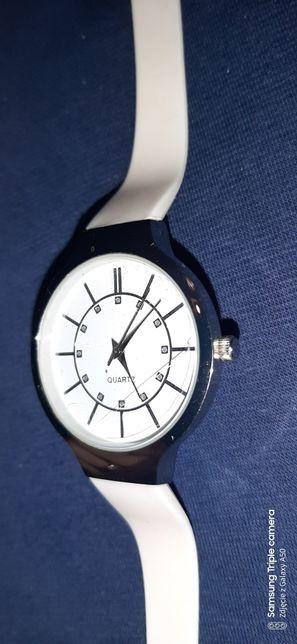 Zegarek Avon pasek biały silikonowy biała tarcza