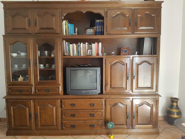 armário em madeira de castanho, constituído por 3 peças